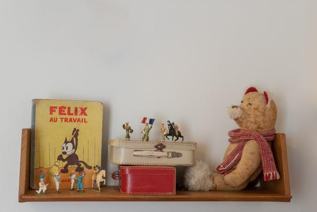 shelf-3201340_1920